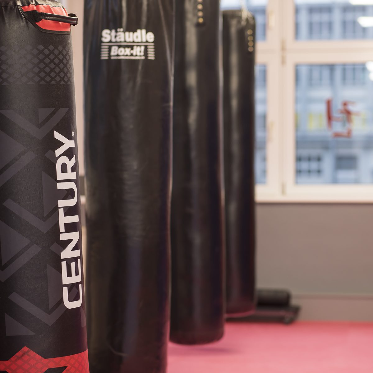 Boxsäcke für klassisches Karate und Tae Kwon-Do sowie modernes Kickboxen und effektive Selbstverteidigung