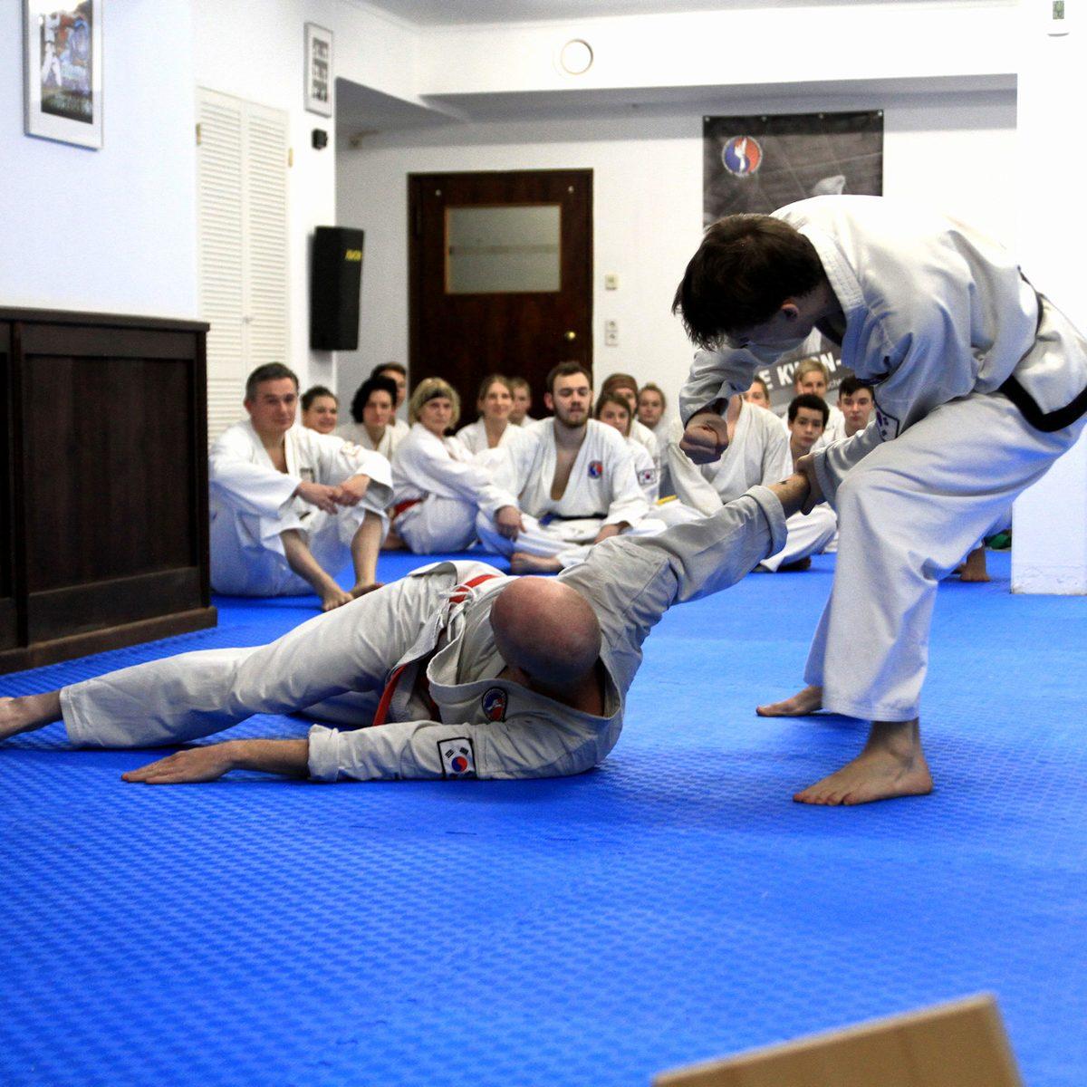 Forderndes, Aktionsreiches Training im der Kampfsportschule Weimar.