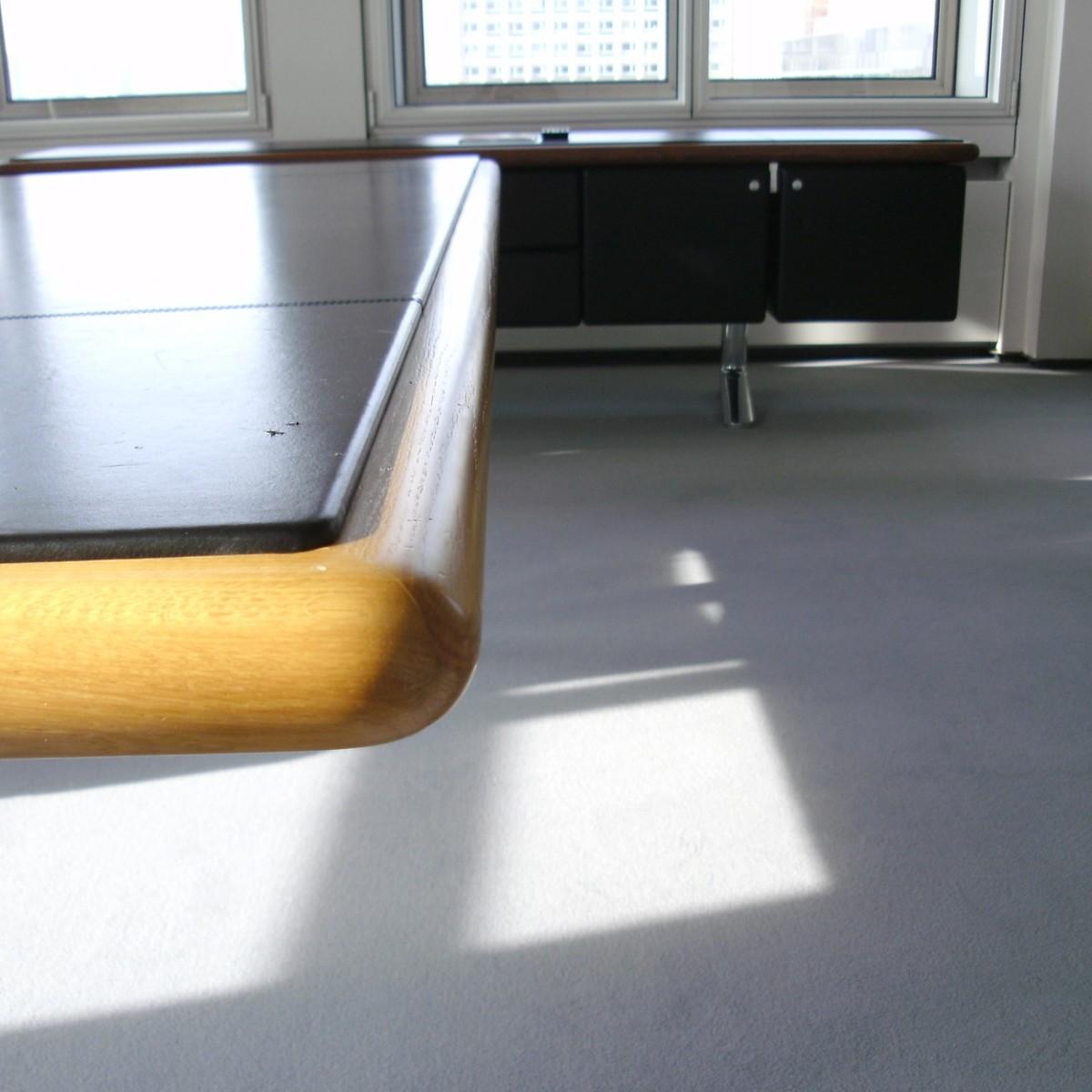 Schreibtisch-Kanten aufgearbeitet