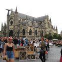Trödelmarkt vor der Basilica Saint Michel