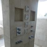 Feinsteinzeug 30 x120 cm, im Duschbereich Mosaik