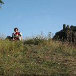 warten auf dem Hügel