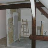 Baulhandwerk, Dachgeschoss, offene Wohnküche hergestellt, Balken freigelegt u.lasiert , Laminat verlegt