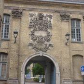 Eingangsportal des alten Hospiz