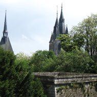 die Kathedrale in der Ferne