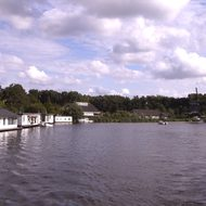 Hausboote am Kanal