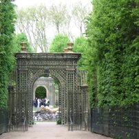 Eingang zum Neptunbrunnen