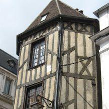 Turm eines Weingutes