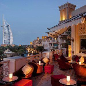 Burj al Arab von der Stadt aus