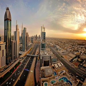 Dubai im Sonnenaufgang