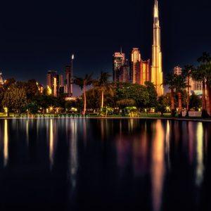 Burj Khalifa und Dubai bei Nacht