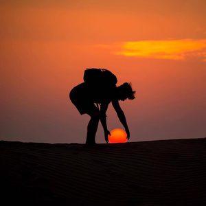 Sonnenuntergang in der Wüste Dubais