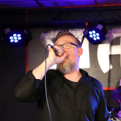 Schroeder mit Mikrofon