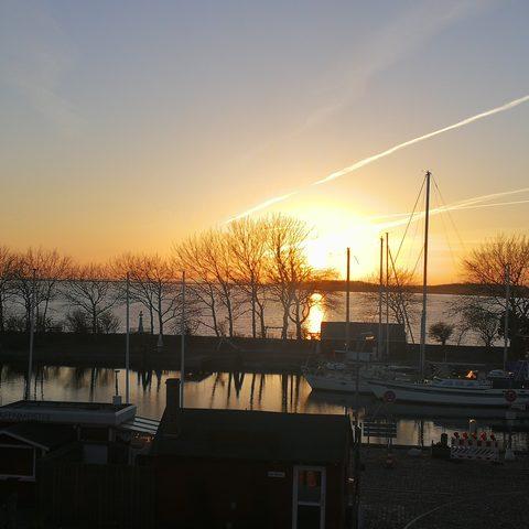 Und abends herrliche Sonnenuntergänge ...