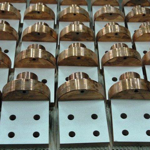 Kaltgasspritzen - Silberbeschichtung von Flachanschlüssen in hohen Stückzahlen. Das machen wir täglich.