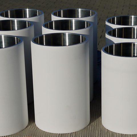 elektrisch isolierende verschleißfeste Aluminiumoxidkeramik auf Stahlhülsen