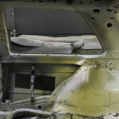 Strahlarbeiten - auch der Innenraum wird langsam alles Rostfrei