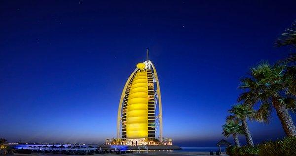 Burj al Arab in der Dämmerung