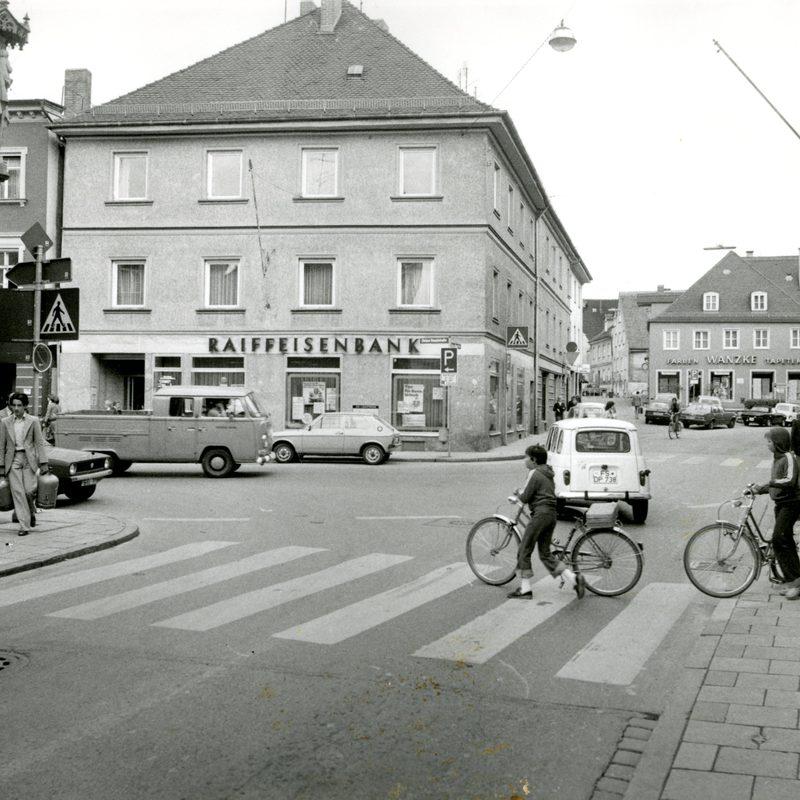 """""""Enormer Kraftakt"""": 1978 investierte die Freisinger Bank sechs Millionen Mark in ihre erste eigene Niederlassung in Freising. Heute befindet sich in dem Gebäude das """"Backwerk""""."""