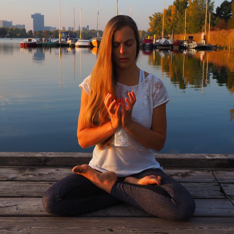 Meditation Kundalini Yoga Marijke Tej Viriam Mudra Wien Lotus Padmasana